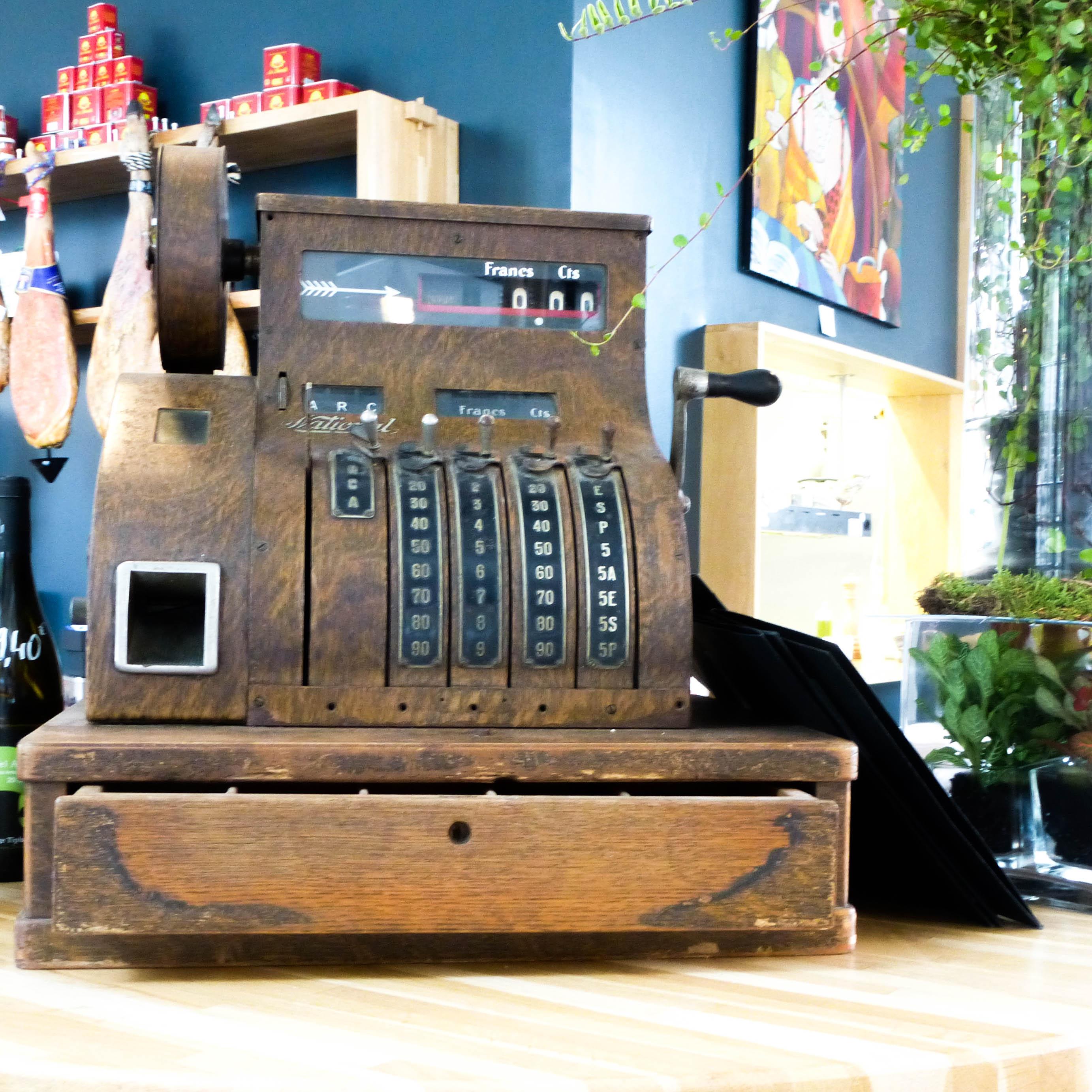 le-comptoir-du-theatre-3-caisse-enregistreuse